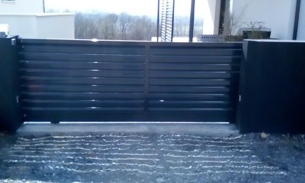 portail coulissant metal picopato remplissage persienne +motorisation ral7016