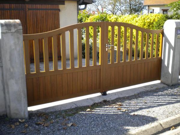 Portail aluminium imitation bois